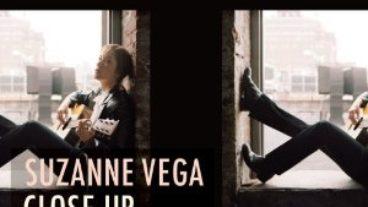 Suzanne Vega macht eine Reise in die Vergangenheit, die aus vier Kapiteln besteht
