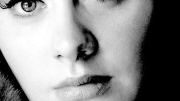 """Caroline Sandersons Biographie """"Someone Like Adele"""" nun in deutscher Übersetzung"""