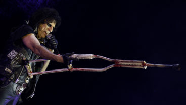 Alice Cooper kündigt weltweites Signing bei earMUSIC an