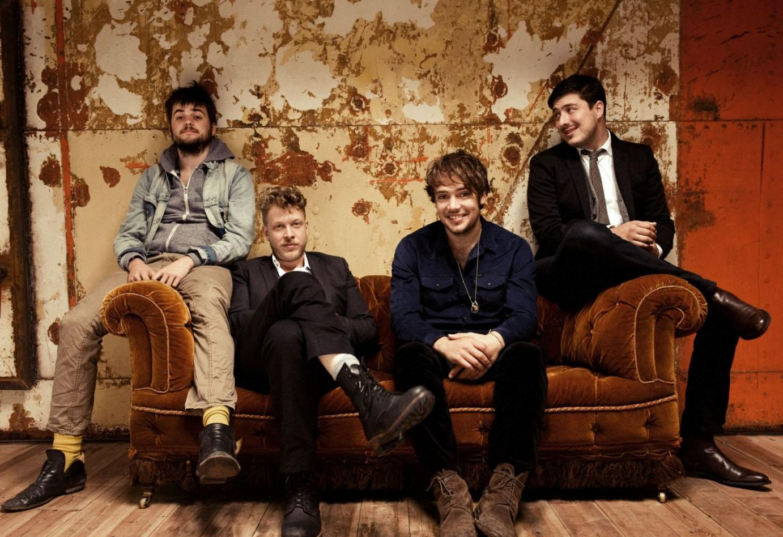 "Mumford & Sons präsentieren ihr Album ""Babel"" als ""Gentlemen Of The Road Edition"" inklusive Live-DVD ""The Road To Red Rocks"""