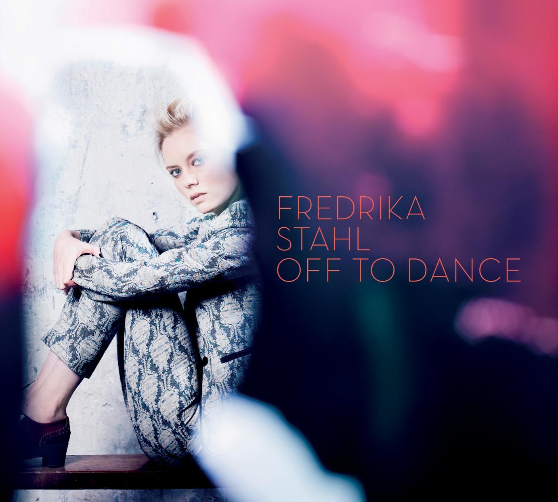 Frederika Stahl präsentiert mit