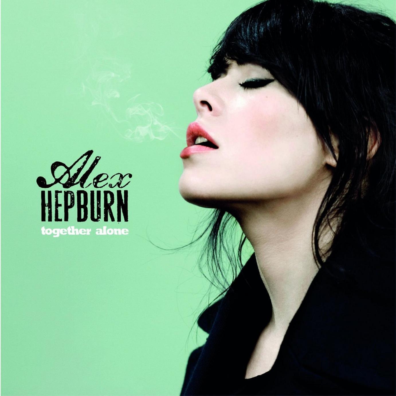 Alex Hepburn – Together Alone: Eine rauchige Stimme, viel Leidenschaft und Energie!