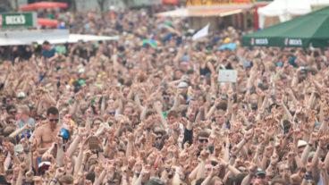 Das Hurricane Festival 2013 rockt dem wechselhaften Wetter zum Trotz das 17. Mal den Eichenring in Scheeßel – Der Samstag