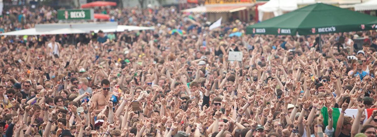 Das Hurricane Festival 2013 rockt dem wechselhaften Wetter zum Trotz das 17. Mal den Eichenring in Scheeßel