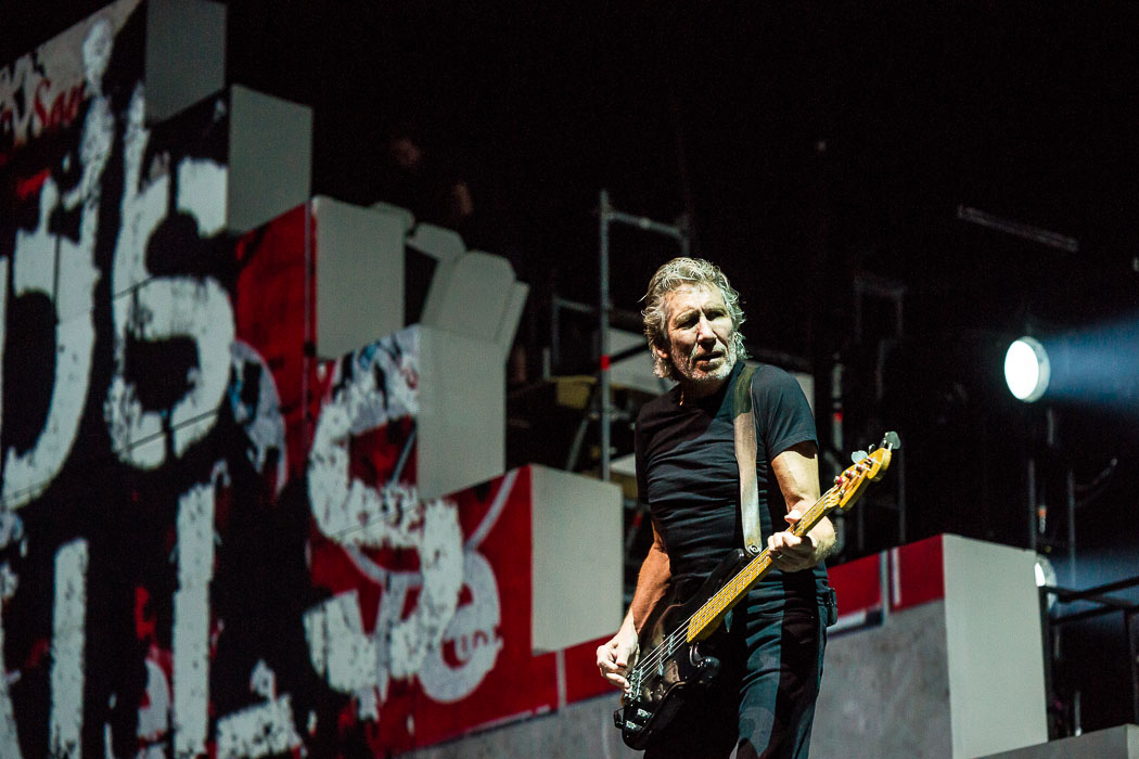 Roger Waters baut eine Mauer durch die ESPRIT Arena Düsseldorf