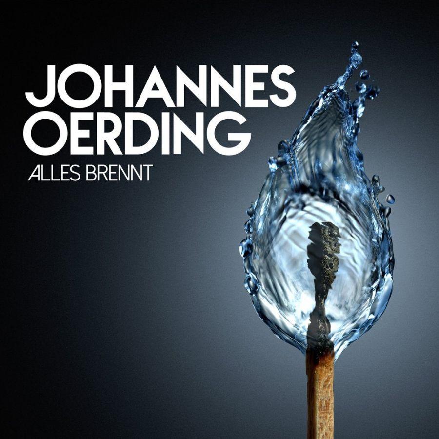Johannes Oerding fackelt die Gitarre ab: