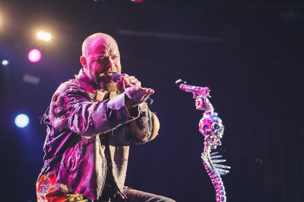 Trotz gegen Terror – Five Finger Death Punch in Düsseldorf