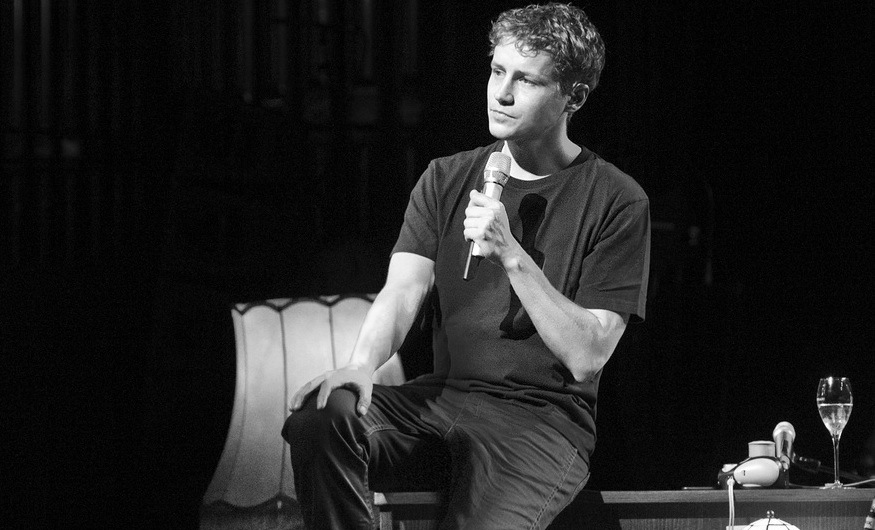 Tim Bendzko: Wenn die Theaterbühne zum Wohnzimmer wird