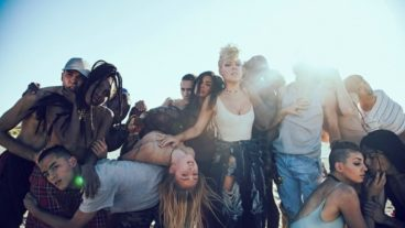 "P!NK: Lyric-Clip zu ""Whatever You Want"""