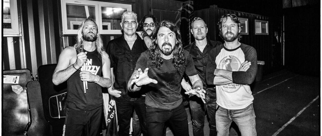 """Die Foo Fighters covern """"Times Like These"""" für den guten Zweck"""