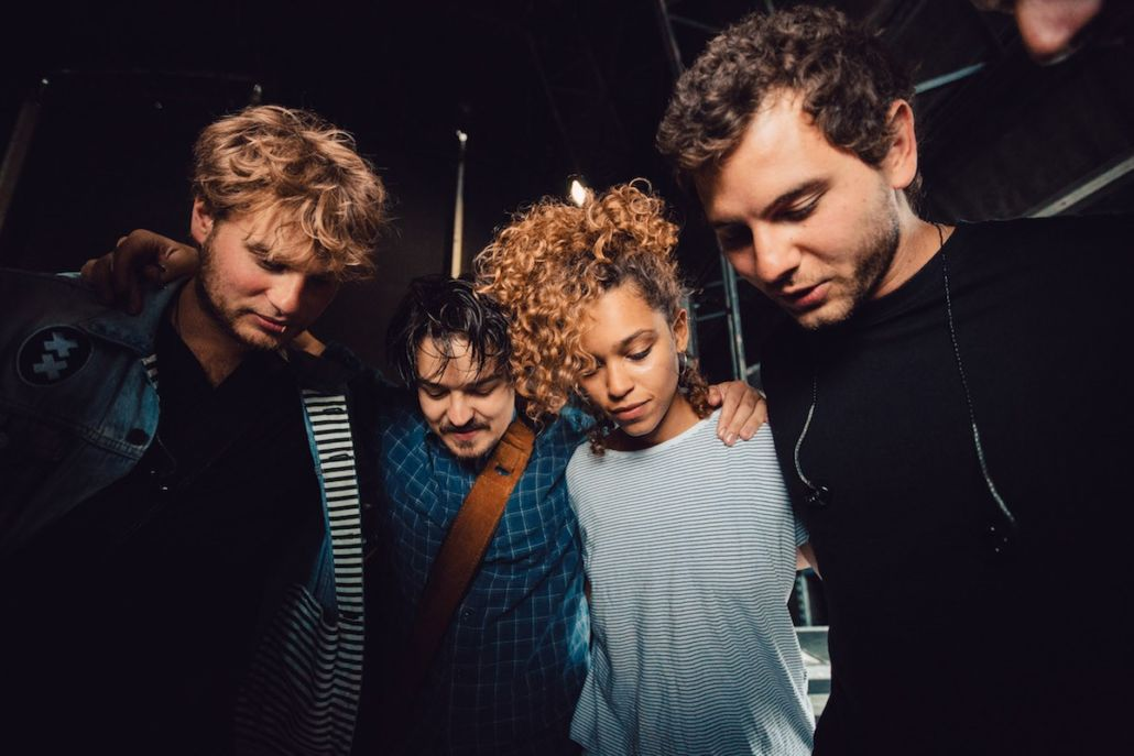 """Milky Chance – """"Bad Things"""" feat. Izzy Bizu"""