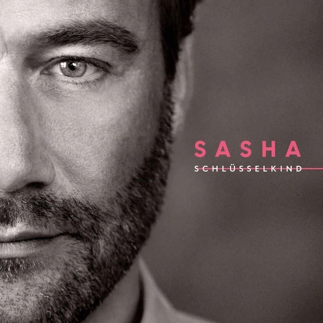 """Sasha outet sich als """"Schlüsselkind"""" und singt auf Deutsch"""
