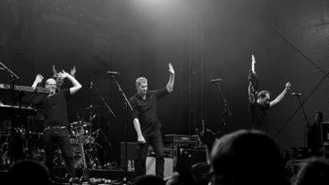 Links-politisches Singen und Tanzen mit Kettcar im Düsseldorfer Stahlwerk