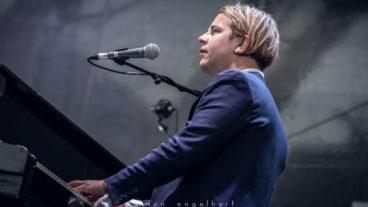 Tom Odell – live vor der Porta Nigra Trier am 21.6.2019 – Konzertfotos