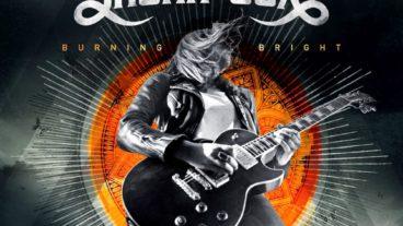 """Laura Cox: """"Burning Bright"""" bietet zehn explosive Rocksongs"""