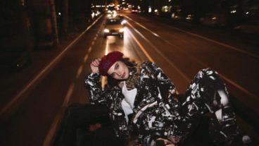 Amber van Day präsentiert ihre selbstbewusste Single