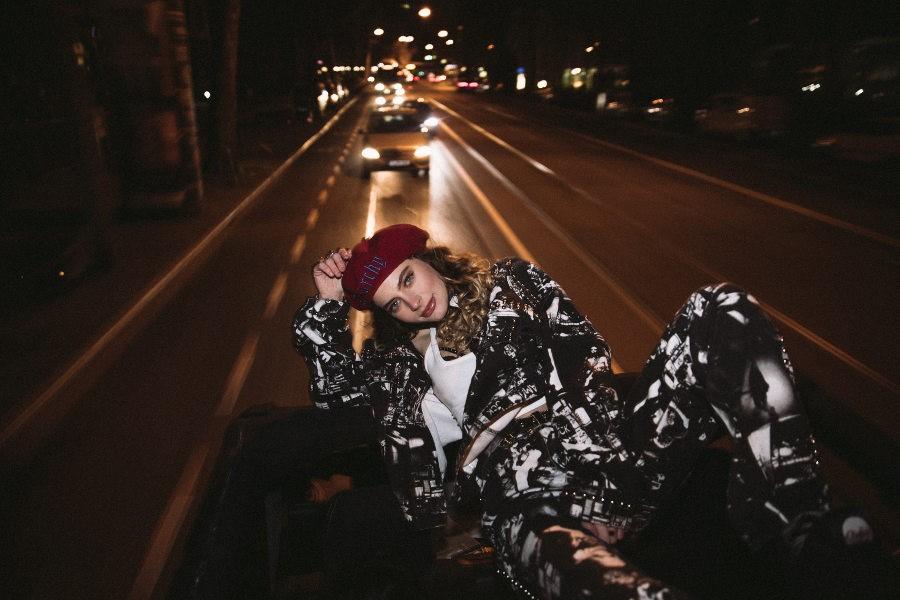 "Amber van Day präsentiert ihre selbstbewusste Single ""Kids In The Corner"""
