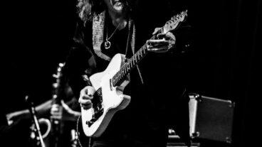 """Gitarrenmeister Robben Ford mit Titel """"Go"""" vom neuen Studioalbum """"Pure"""""""